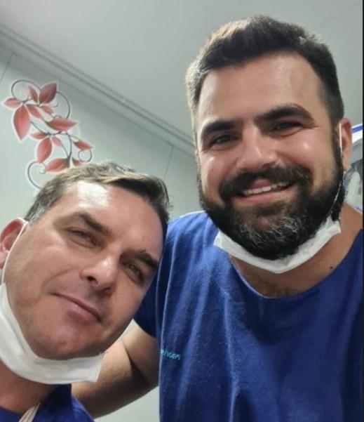 Flávio Bolsonaro sofre acidente de quadriciclo no litoral do Ceará e é atendido em UPA