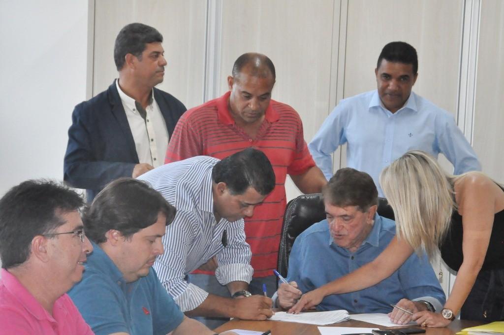 Contrato e ordem de serviço para construção de viaduto são assinados em Araxá - Notícias - Plantão Diário