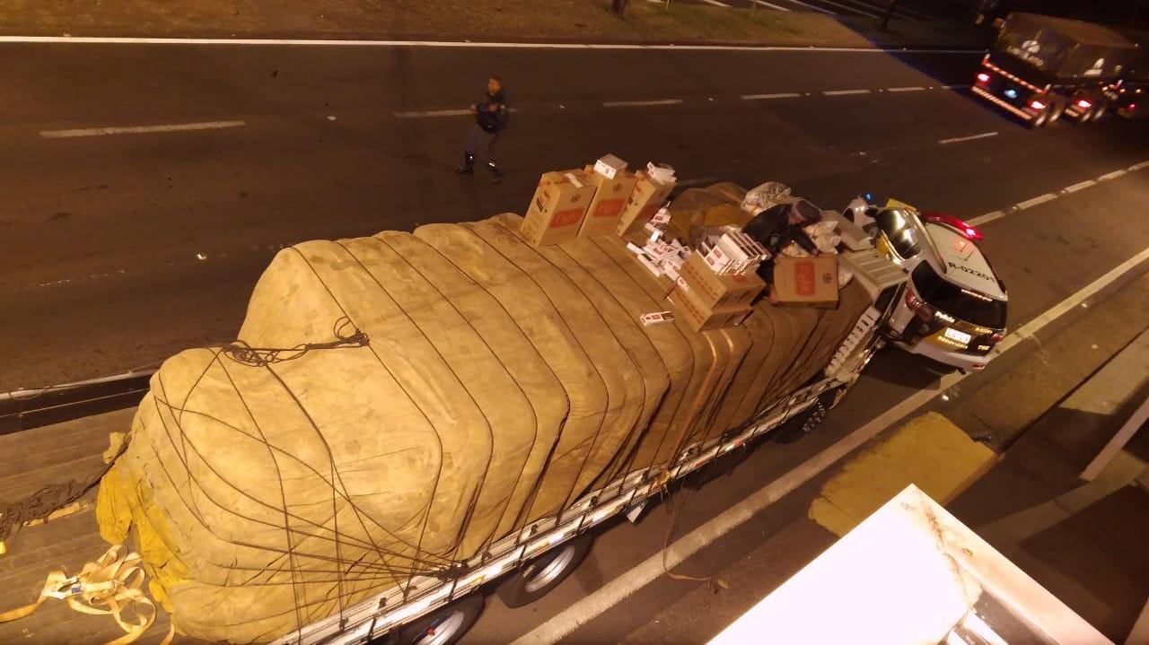 Fiscalização apreende 100 mil maços de cigarros contrabandeados em meio a carga de farinha em Rancharia