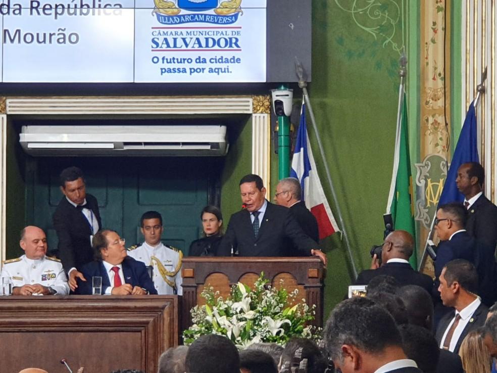 Vice-presidente fez breve discurso durante sessão solene de entrega do título de cidadão soteropolitano — Foto: Camila Marinho/TV Bahia