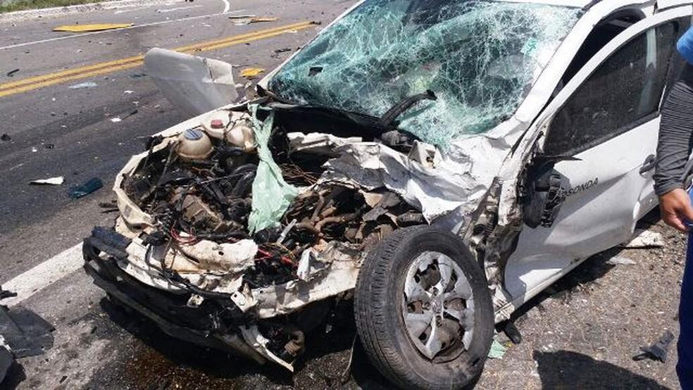 Carro modelo Gol teria provocado acidente na BR-406 no RN; caso ainda será investigado (Foto: Josivan Dantas)