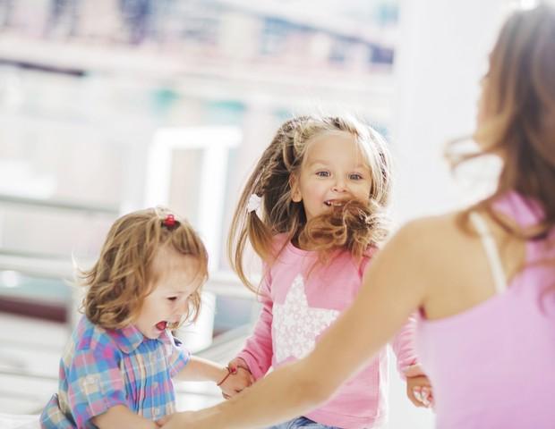 Dançar é uma atividade física completa para a criança, mas é preciso moderação (Foto: Thinkstock)