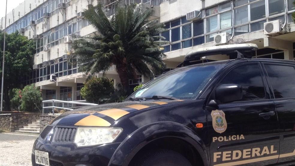 Operação Torrentes é realizada na Vice-governadoria de Pernambuco, na Avenida Cruz Cabugá, no centro do Recife (Foto: Aldo Carneiro/Pernambuco Press)