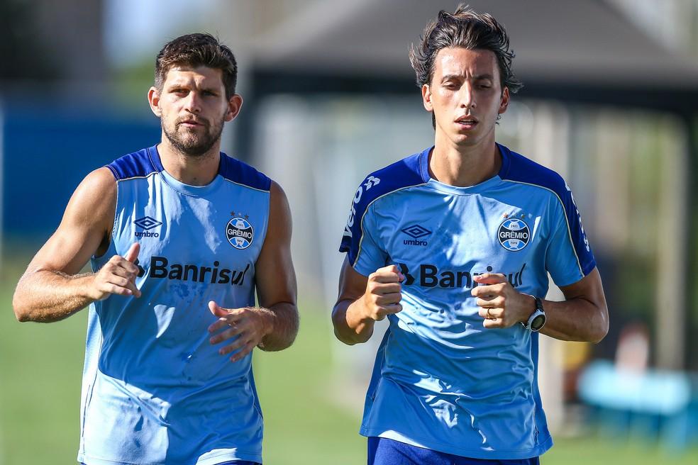 Dupla de zaga Kannemann e Geromel nunca perdeu Gre-Nal — Foto: Lucas Uebel / Grêmio, DVG