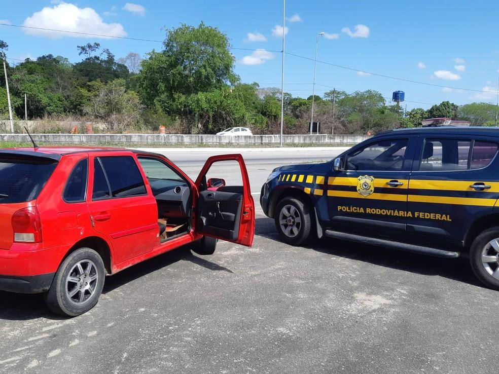 Droga que estava no carro saiu de Natal e tinha como destino João Pessoa — Foto: Divulgação/PRF