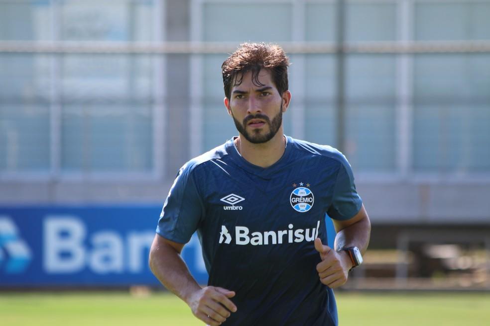 Lucas Silva em treino do Grêmio — Foto: Eduardo Moura
