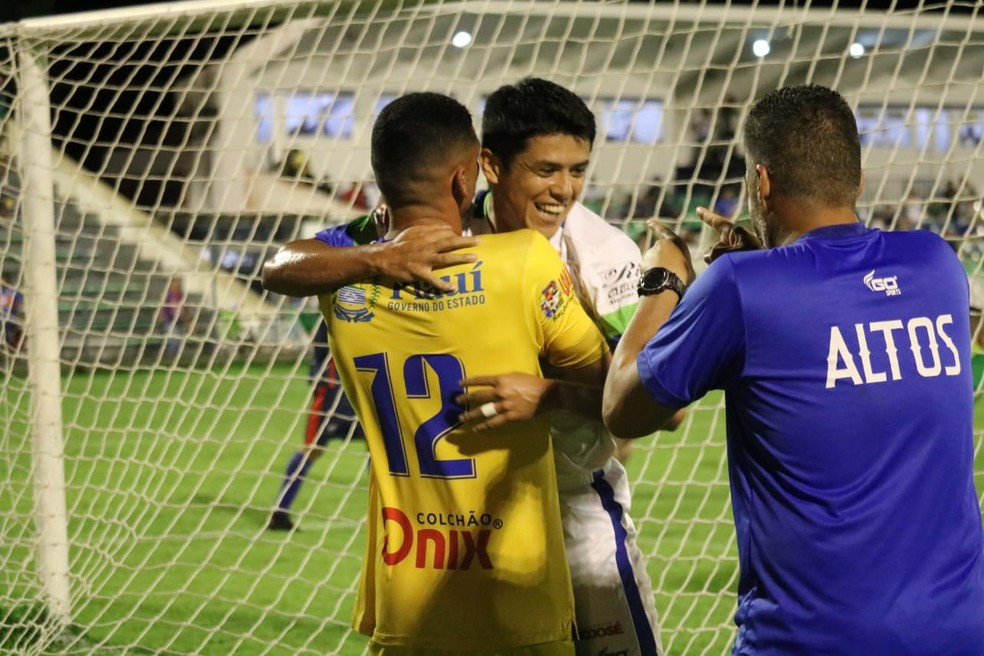 O Altos lidera o Campeonato Piauiense, e faria a final contra o Picos se a primeira fase fosse encerrada até a paralisação — Foto: Felipe Soares