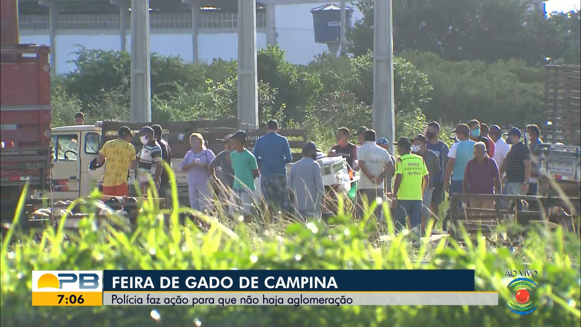 Polícia faz ação para impedir aglomeração na feira de gado, em Campina Grande