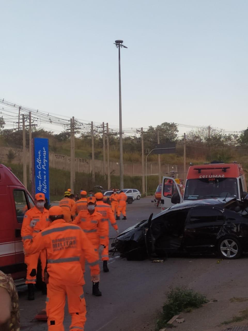 Acidente de carro deixa feridos em Santa Luzia, na Grande BH