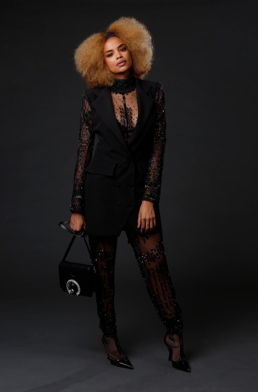 Lucy Ramos poderosa vestida com look total black, transparências e pedras — Foto: Fabiano Battaglin/Gshow
