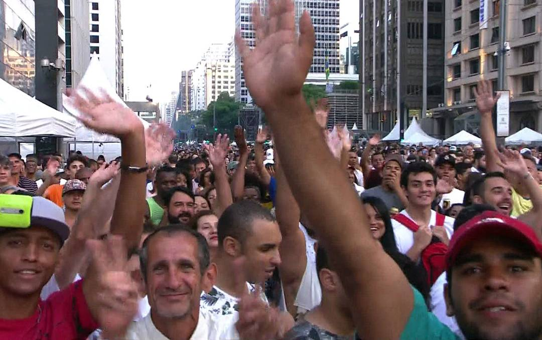 Público toma conta da Avenida Paulista para shows da festa de Ano Novo