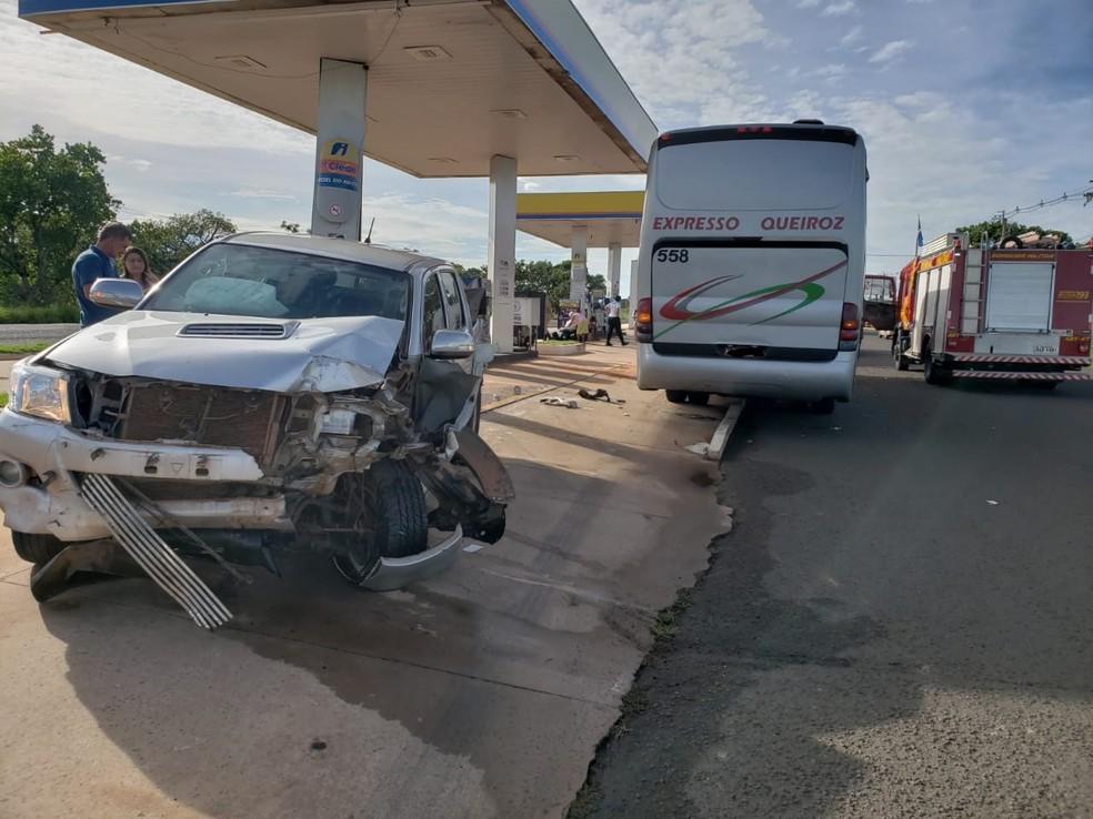 Caminhonete ficou destruída após o acidente — Foto: Fabiano Arruda/TV Morena