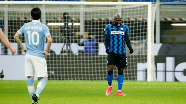 Lukaku comemora um de seus gols sobre a Lazio