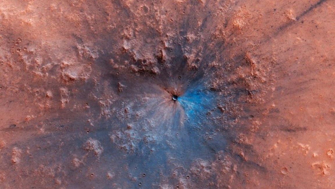 "NASA probe photographs crater on Mars reminiscent of ""work of art"""