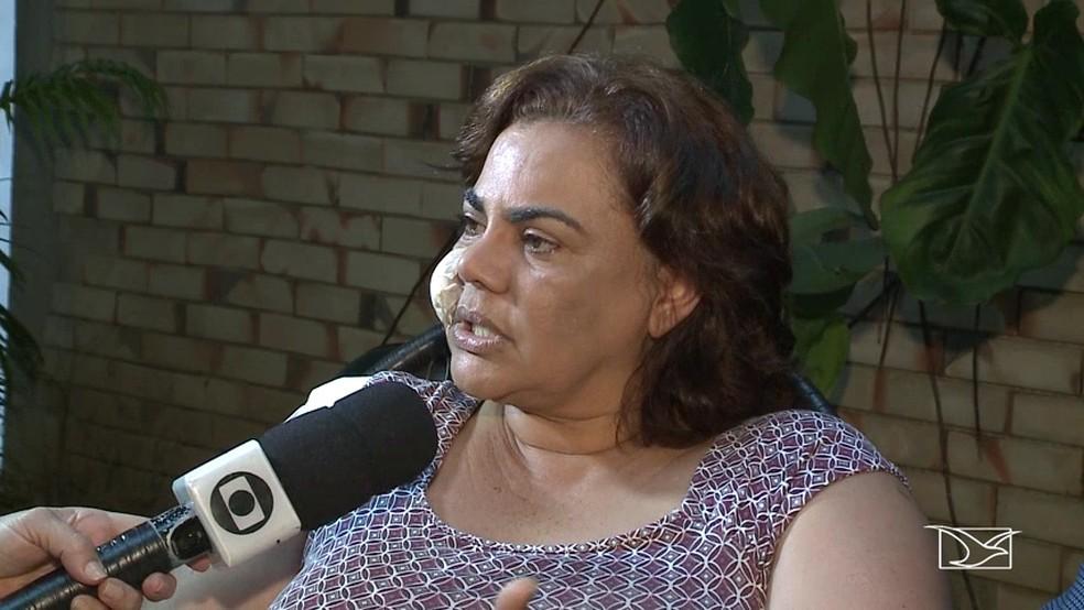 Núbia Dutra saiu do hospital com curativos pelo corpo após tiroteio (Foto: Reprodução/TV Mirante)