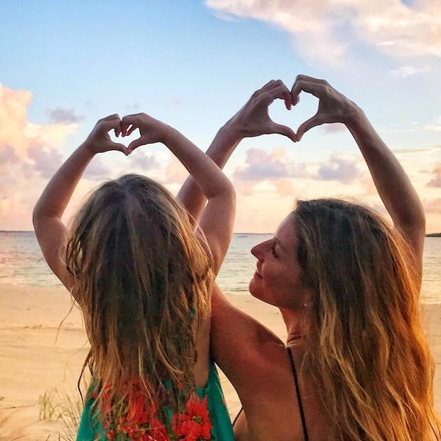 Gisele celebra o Dia da Mulher ao lado da filha, Vivian Lake (Foto: Reprodução/Instagram)