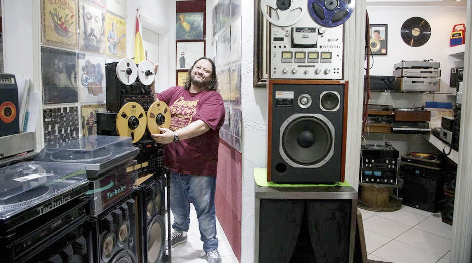 Carlos Caverna, colecionador e proprietário da loja Caverna Rock Discos (Foto: Estadão Conteúdo)