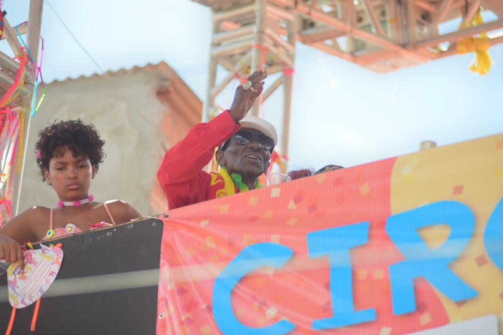 Riachão, um dos mais antigos e principais sambistas da Bahia, na Mudança do Garcia nesta segunda-feira (24), em Salvador  — Foto: Enaldo Pinto/Ag Haack