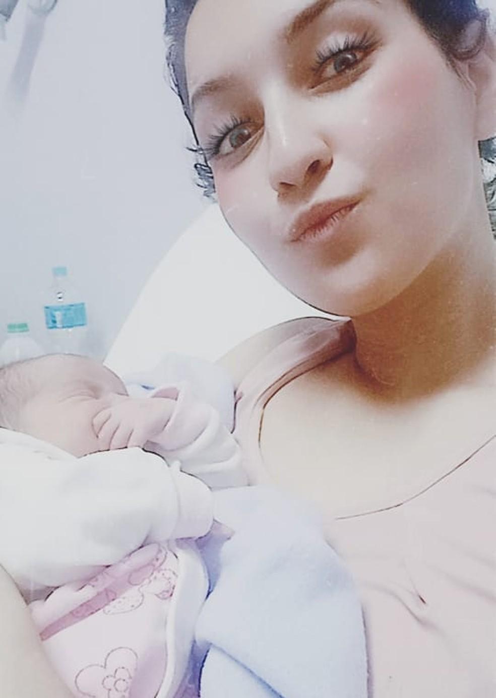 Nathaly foi pega de surpresa ao sentir fortes dores e descobrir que estava em trabalho de parto — Foto: Arquivo pessoal/Nathaly Lopes