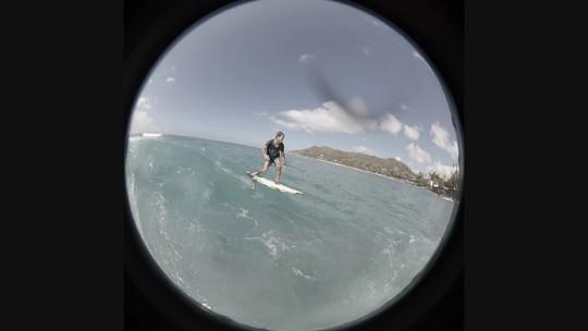 Carlos Burle se reinventa e investe na prática do foil, sucesso entre surfistas