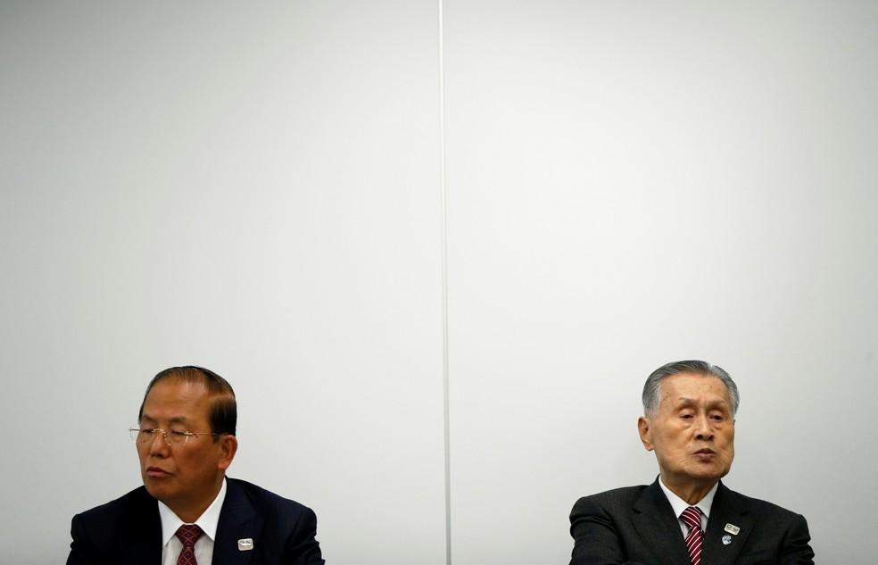Yoshiro Mori e Toshiro Muto (à direita) — Foto: Reuters