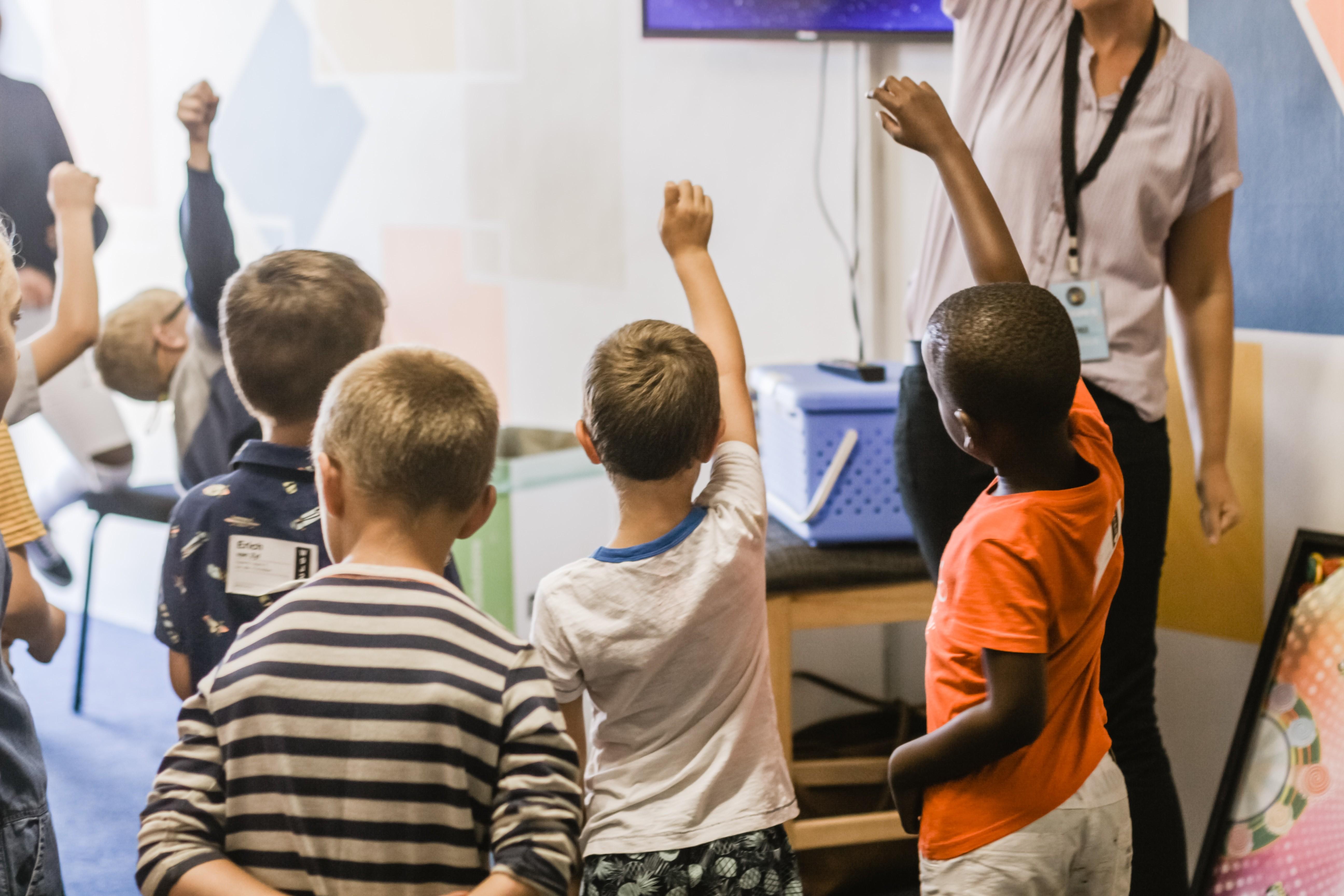 Uso excessivo de tecnologia pode afetar capacidade das crianças de escrever, avaliam professores - Notícias - Plantão Diário