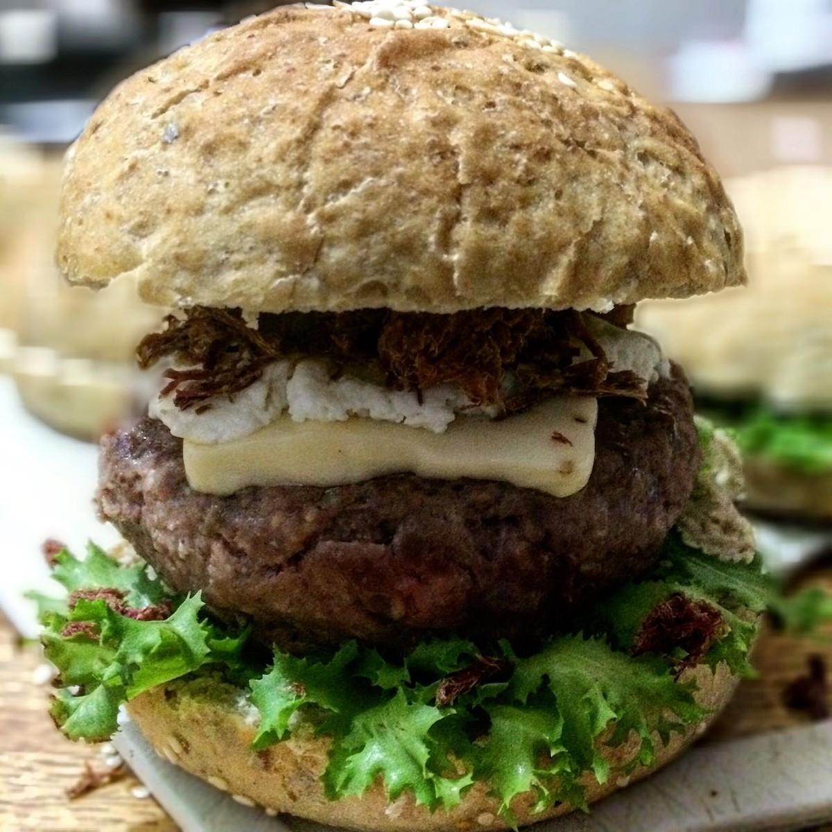 Chef da PB desenvolve sanduíche regional com pão de feijão verde