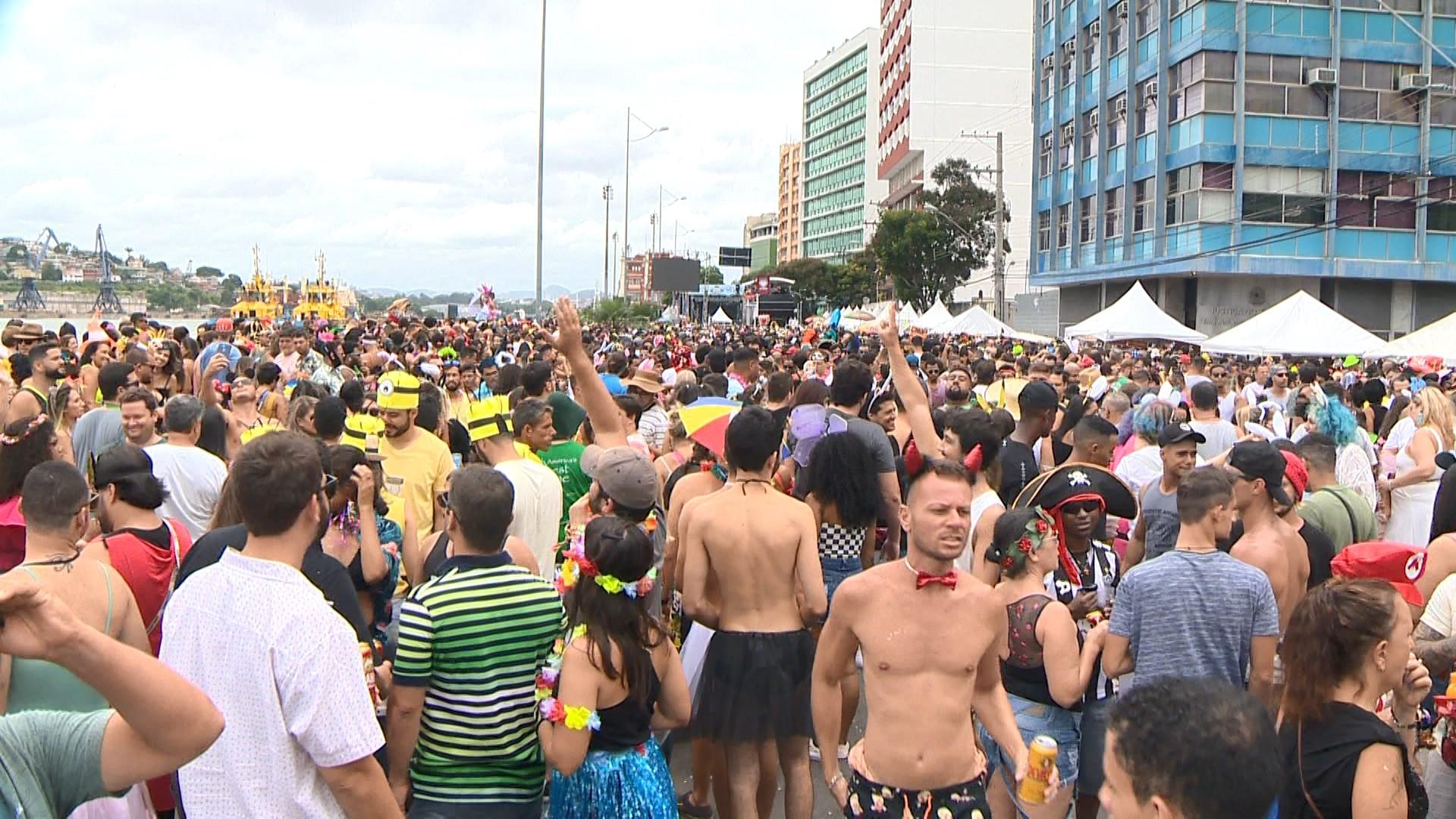 Bloco Regional da Nair atrai centenas de foliões ao Centro de Vitória