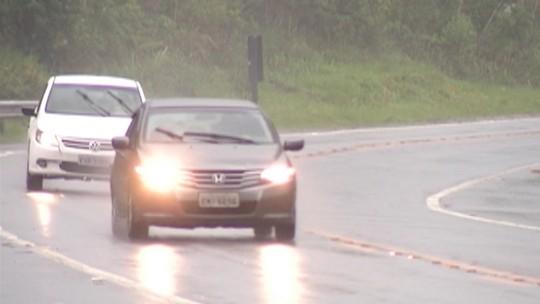 Colisão entre dois carros deixa feridos na Rodovia Mogi-Bertioga, diz DER