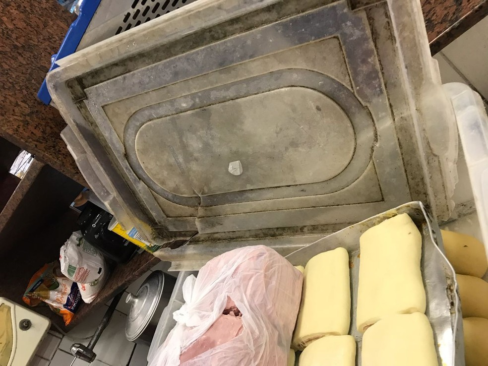 Recheios para massas foram encontrados armazenados incorretamente em Petrópolis, no RJ (Foto: Divulgação / PMP)