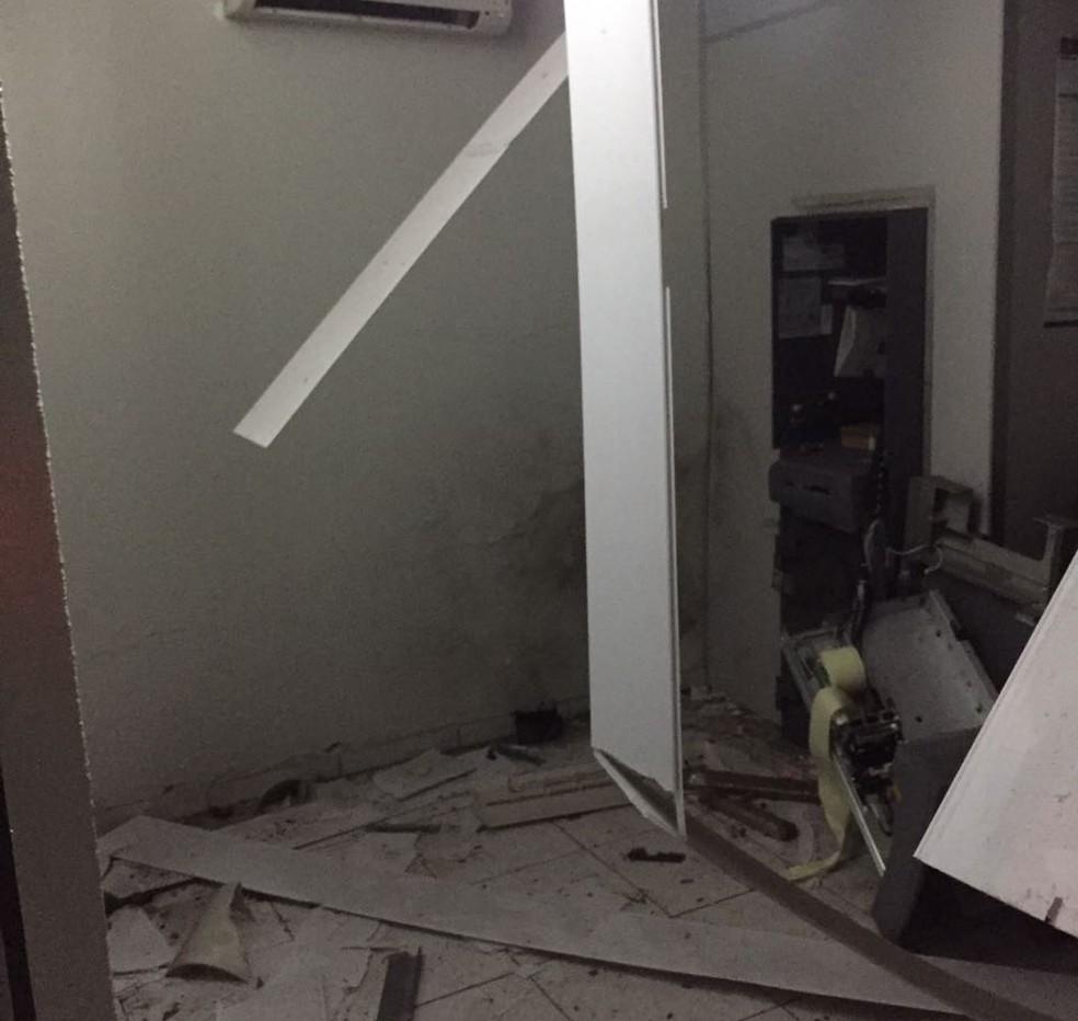 Bandidos explodem agência bancária em Serra Negra do Norte, região Seridó do RN (Foto: Divulgação/PM)