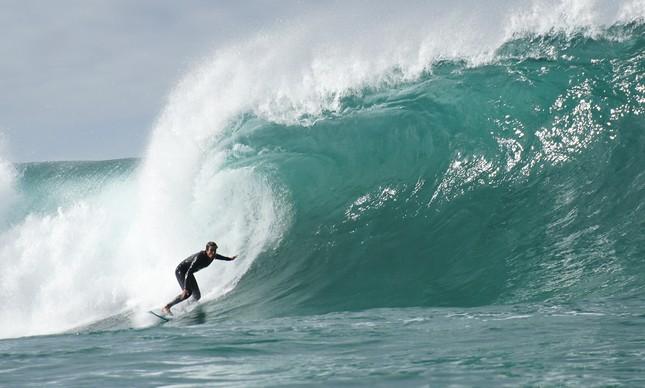 Surfista no Arpoador