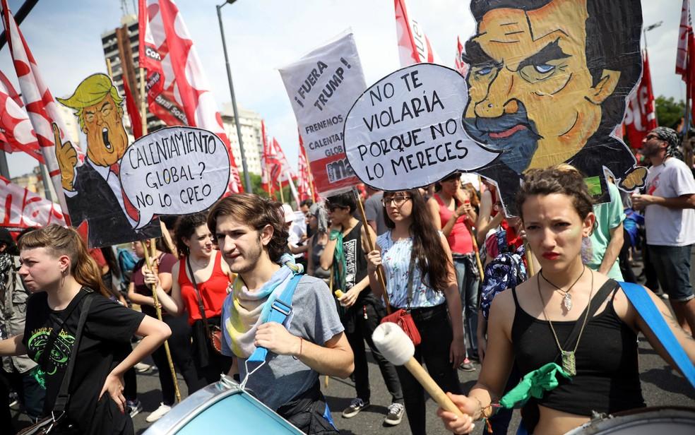 Manifestantes protestam contra a cúpula do G20, em Buenos Aires, na Argentina, na sexta-feira (30) — Foto: Reuters/Andres Martinez Casares