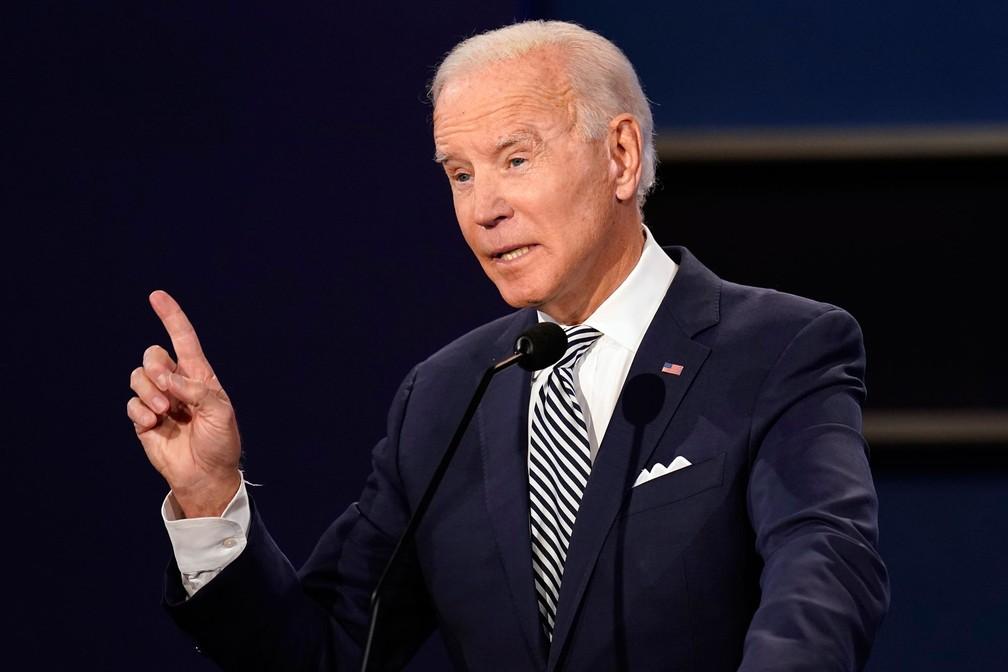 Ex-vice-presidente Joe Biden fala durante o 1º debate da campanha presidencial na terça-feira (29) em Cleveland — Foto: Patrick Semansky/AP