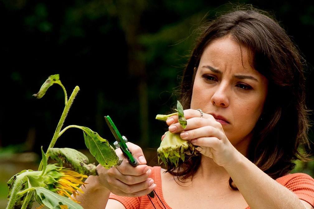 Andréia Horta em cena do filme 'O Jardim Secreto de Mariana', gravado em Brumadinho — Foto: Divulgação/Mariana Vianna