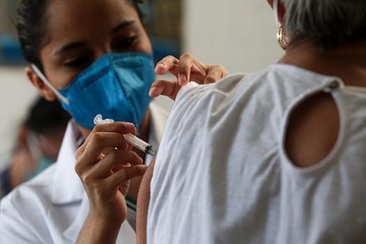 Praia Grande vacina trabalhadores da saúde contra a Covid-19 neste sábado