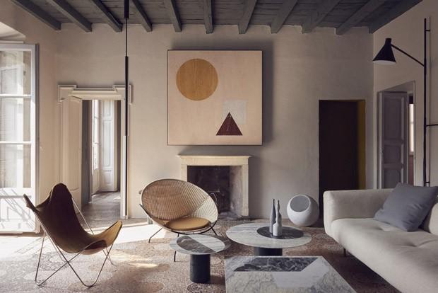 Décor do dia: o mármore é o elemento principal desta sala de estar (Foto: Reprodução)