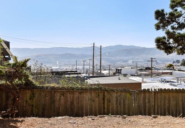 Estima-se que uma nova casa com pouco menos de 400 metros quadrados possa ser construída no terreno adquirido, valorizando mais o bairro de Visitacion Valley (Foto: Divulgação/Open Homes Photography)