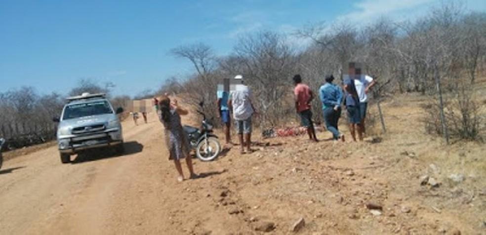 Policiais encontraram vítimas de triplo homicídio em região erma de Crateús (Foto: Denis Lima/Arquivo pessoal)
