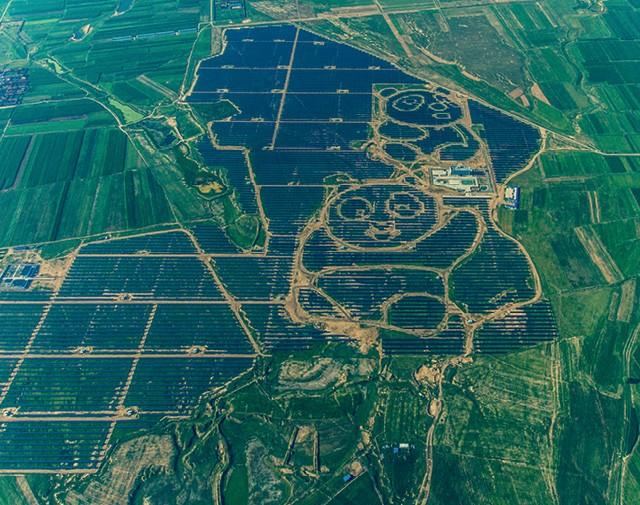 Usina solar em forma de panda na China: empresas locais detêm 70% da produção global de painéis fotovoltaicos - Fontes renováveis vão se tornar mais baratas que as fósseis e superá-las. como isso muda os negócios (Foto: VCG/VCG via Getty Images)