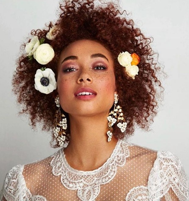 Inspirações lindas para noivas de cabelo médio (Foto: Reprodução / Instagram @jenniferbehr)