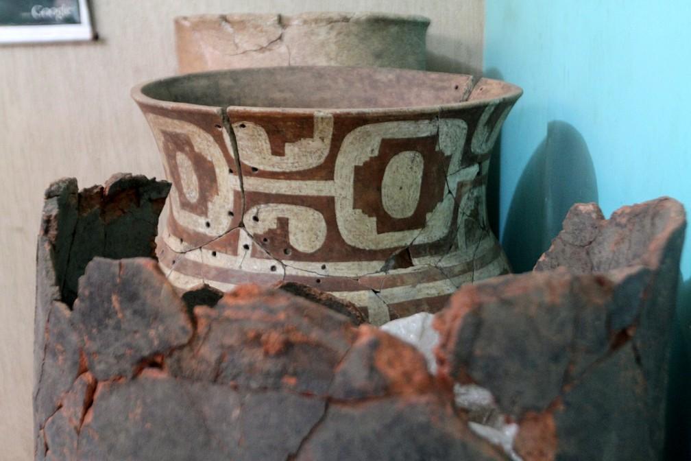 Vasos de cerâmica: acervo arqueológico encontrado durante a construção da hidrelétrica, no Rio Madeira — Foto: Cléris Muniz/Agência Imagem News
