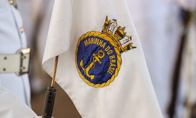 Bandeira com o distintivo da Marinha