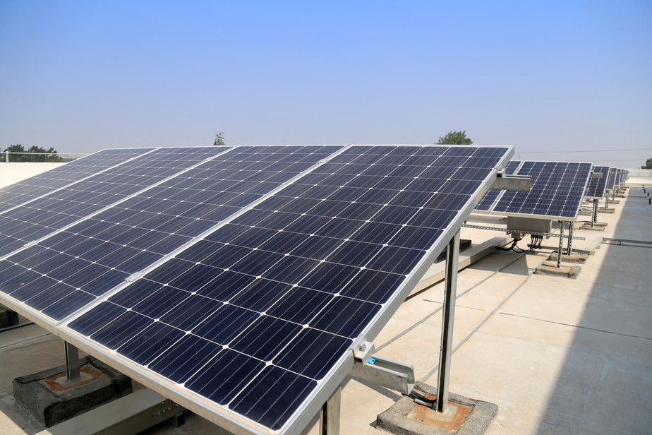 As vantagens de instalar energia solar no seu negócio