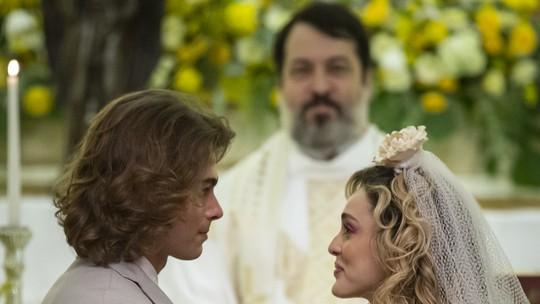 Casamento de João e Manu marca último capítulo de 'Verão 90'; confira os desfechos!