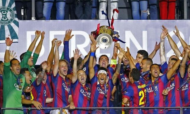 Jogadores do Barcelona comemoram a conquista da Liga dos Campeões da Europa. Essa é a quinta conquista clube Catalão