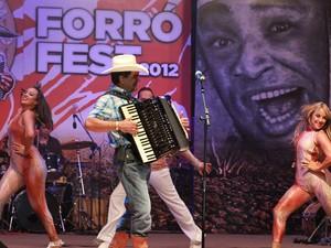 Tom Oliveira foi uma das atrações do Forró Fest 2012 em Guarabira, Paraíba (Foto: Francisco França/Jornal da Paraíba)