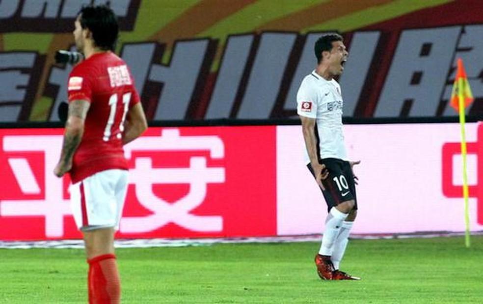 Hernanes comemora com o Hebei Fortune — Foto: Reprodução / Sina.com