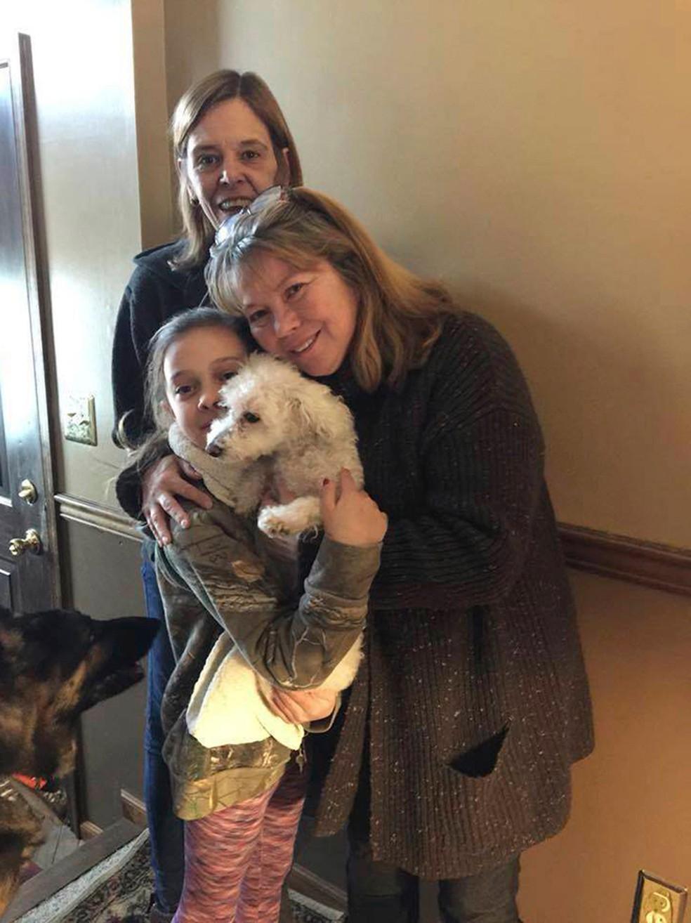 Cachorrinha reencontra donos após ser capturada por águia nos EUA (Foto: Jessica Hartman via AP)