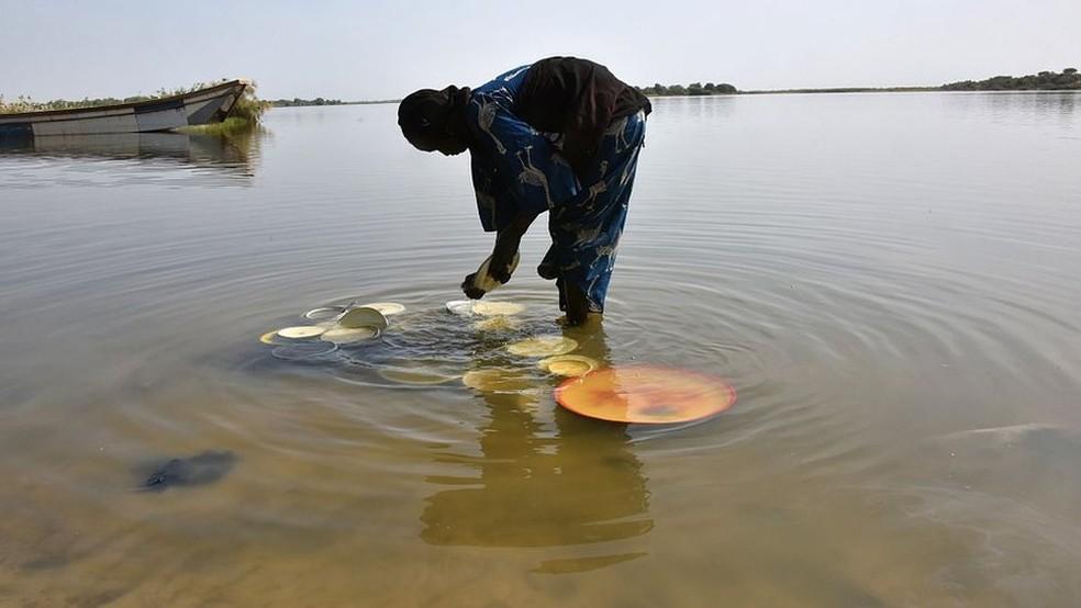 Lago Chade era a principal fonte de água do Cinturão do Sahel, uma área de extensão de 5 mil Km² — Foto: Getty Images